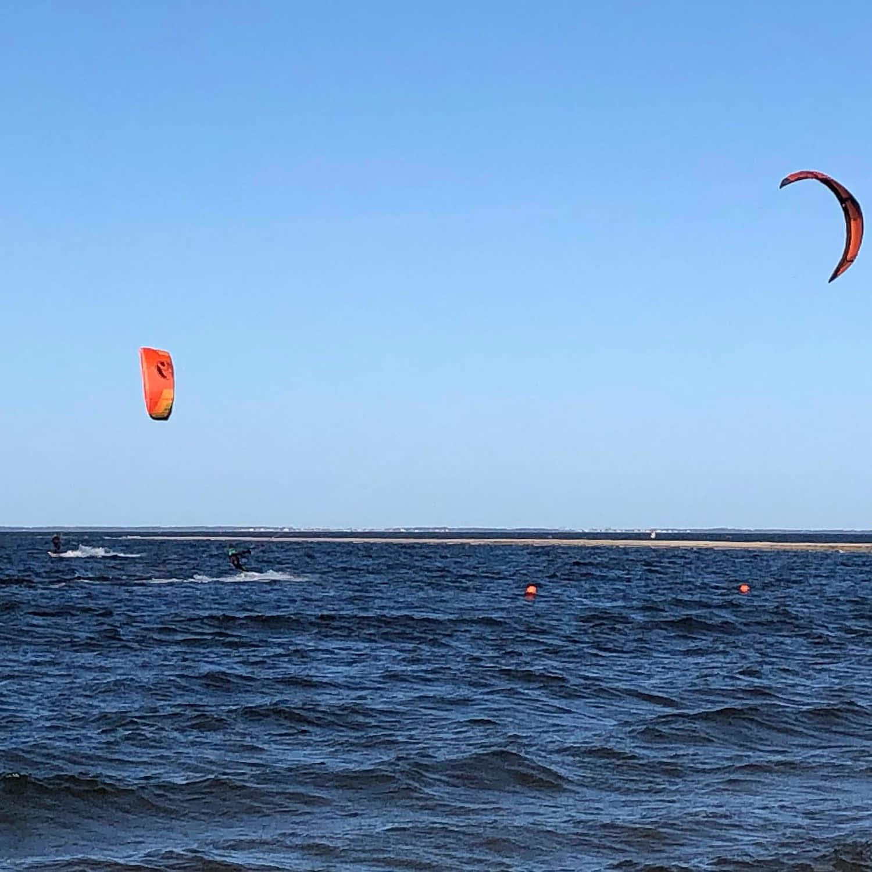 Willa Davia kitesurfing w Rewie